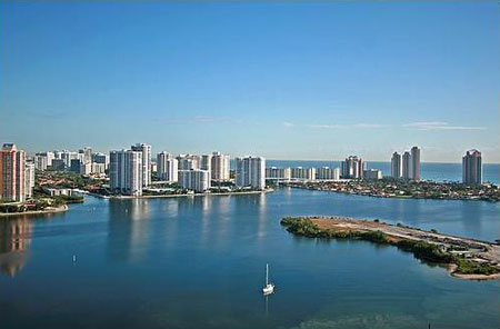 7000 Williams Island, Villa Marina, in Aventura for sale and rent