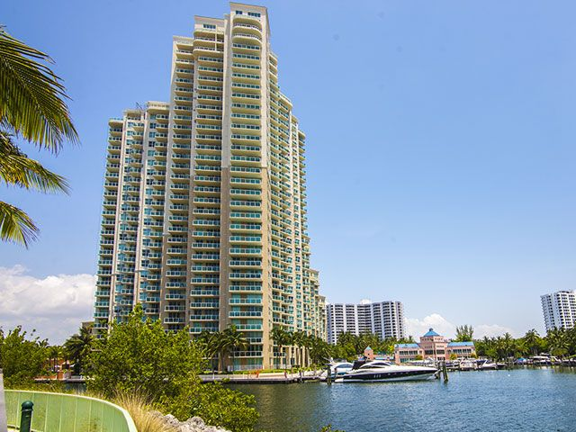 Aventura Marina apartments for sale and rent