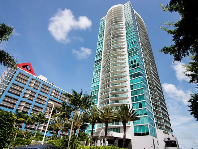 Skyline on Brickell apartments for sale and rent