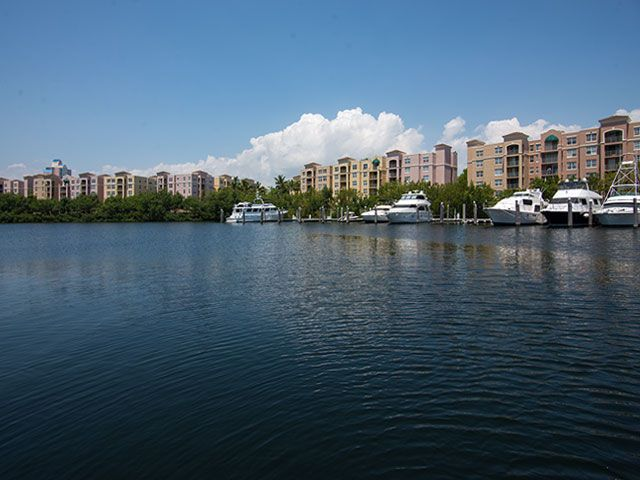 Yacht Club at Aventura apartments for sale and rent