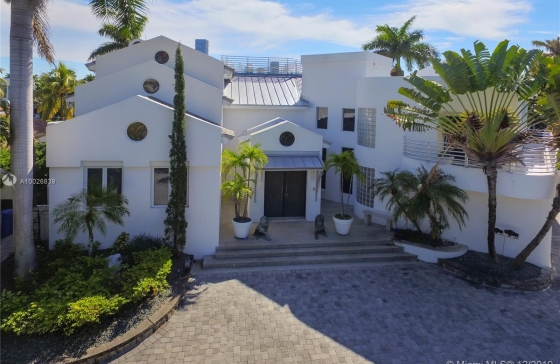 Miamiresidence Single Home For Sale Goldnbch Property