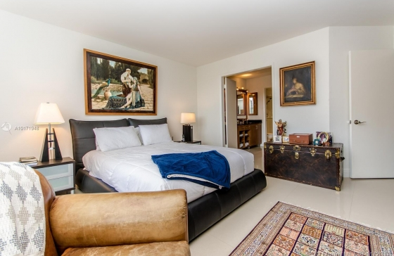 Miamiresidence apartments for sale aventur property for Bedroom 80 humidity