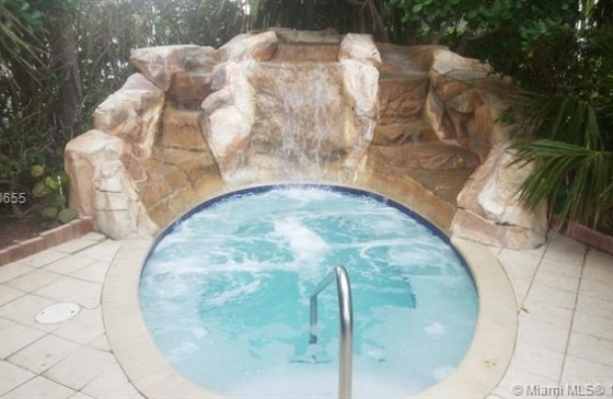 Miamiresidence apartments for sale hollywd property for Bedroom 80 humidity