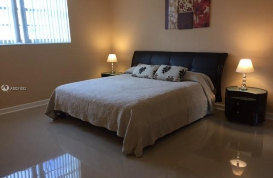 Miamiresidence apartments for rent hollywd property for Bedroom 80 humidity