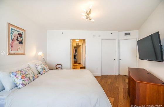Miamiresidence sold apartment sunnyisl property a10265667 for Bedroom 80 humidity