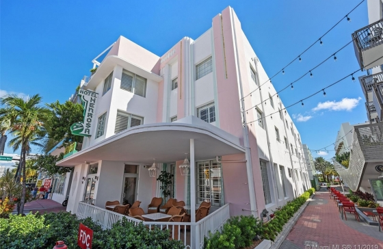 1435  Collins Ave #