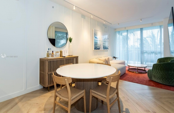 2201  Collins Ave #428