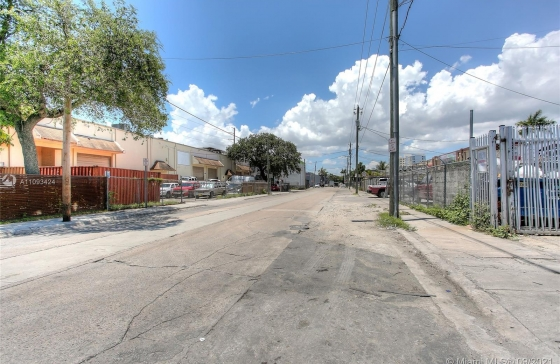 1445 NW 23rd St #